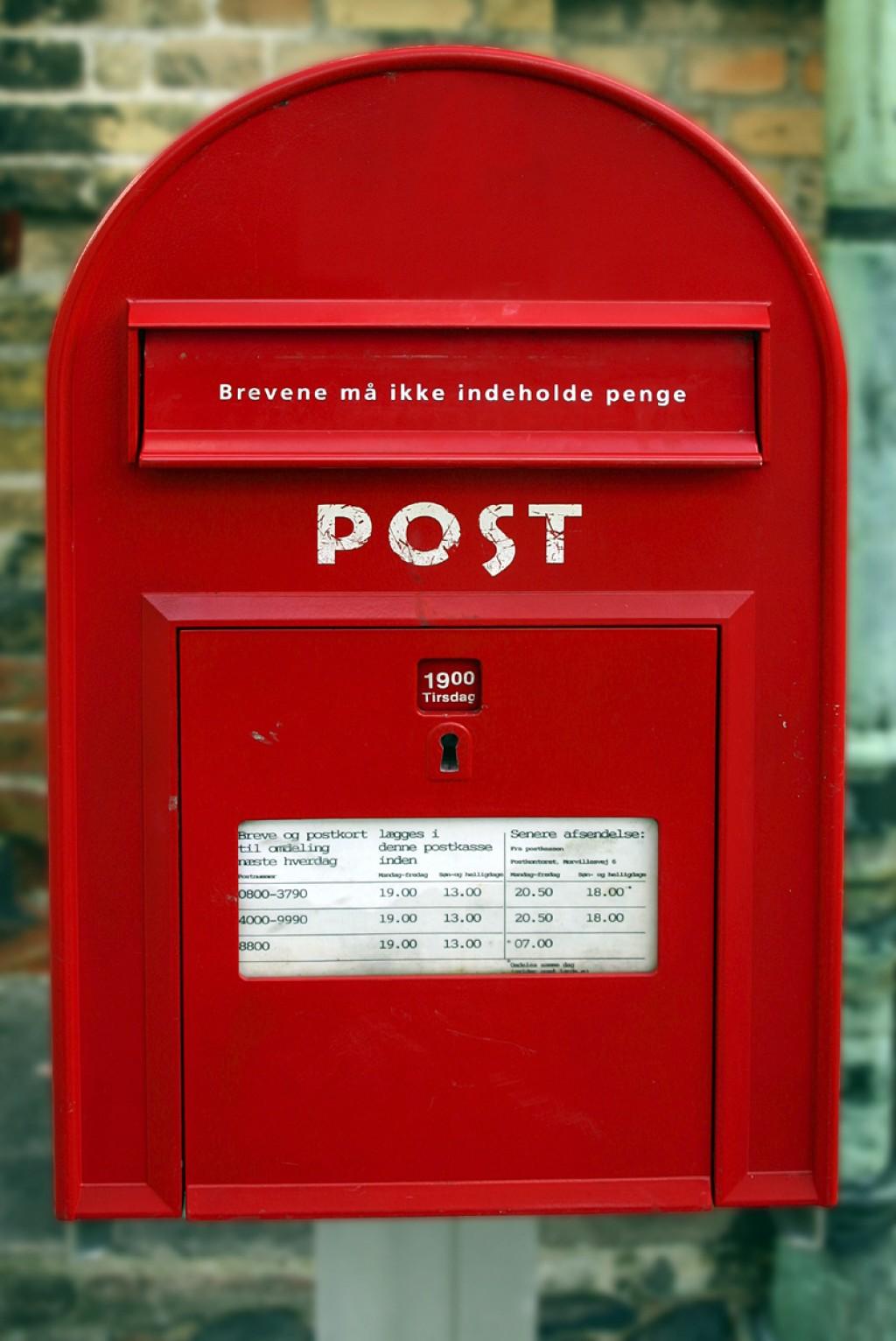 red mail box.jpg