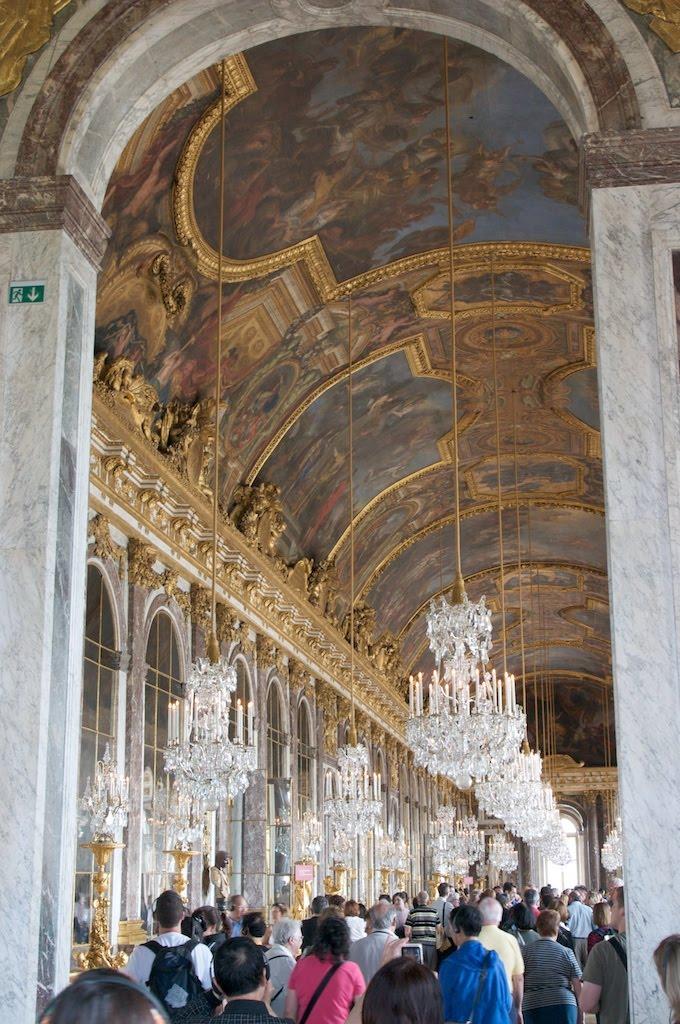 08Paris_chateau_versailles_mirrors.jpg