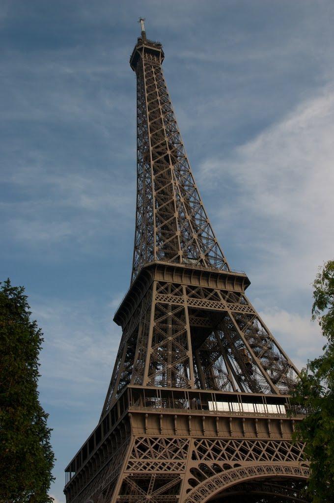 08Paris_effiel_tower2.jpg