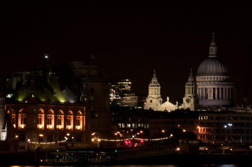London cityscape, including St. Paul's