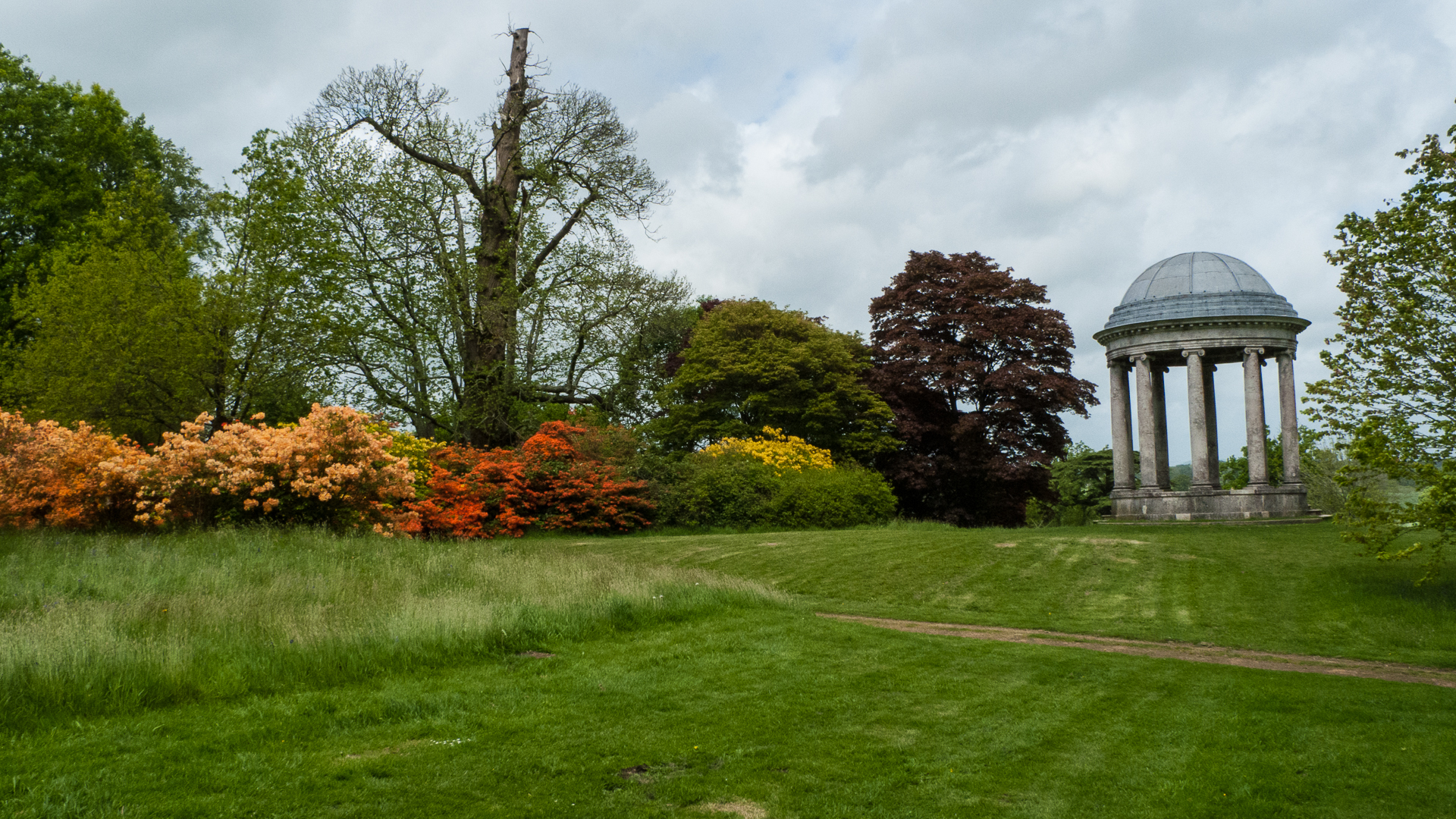 There were many flowering shrubs throughout the grounds, and a number of architectural features to check out.