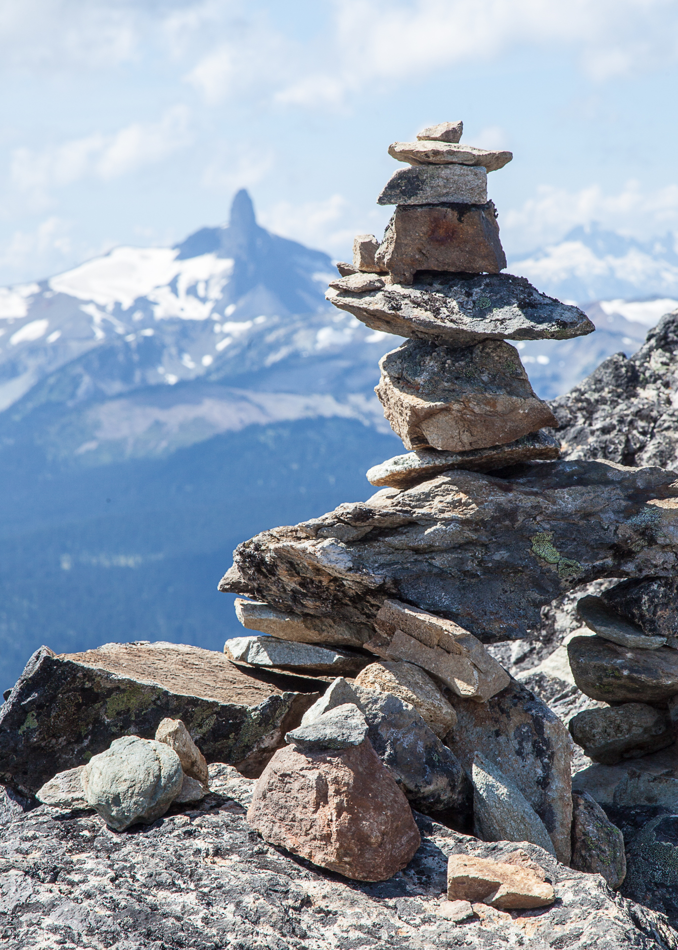 An inukshuk at the top before we started the trail, with Black Tuck in the background.