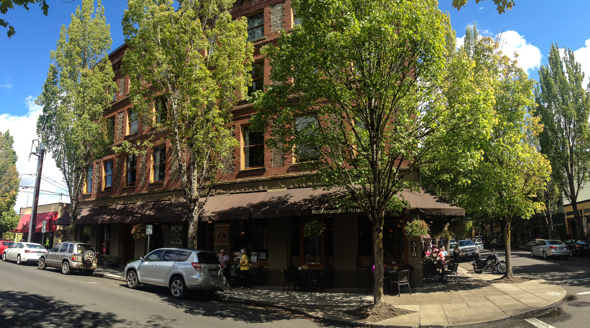 The classic Hotel Oregon in McMinnville.