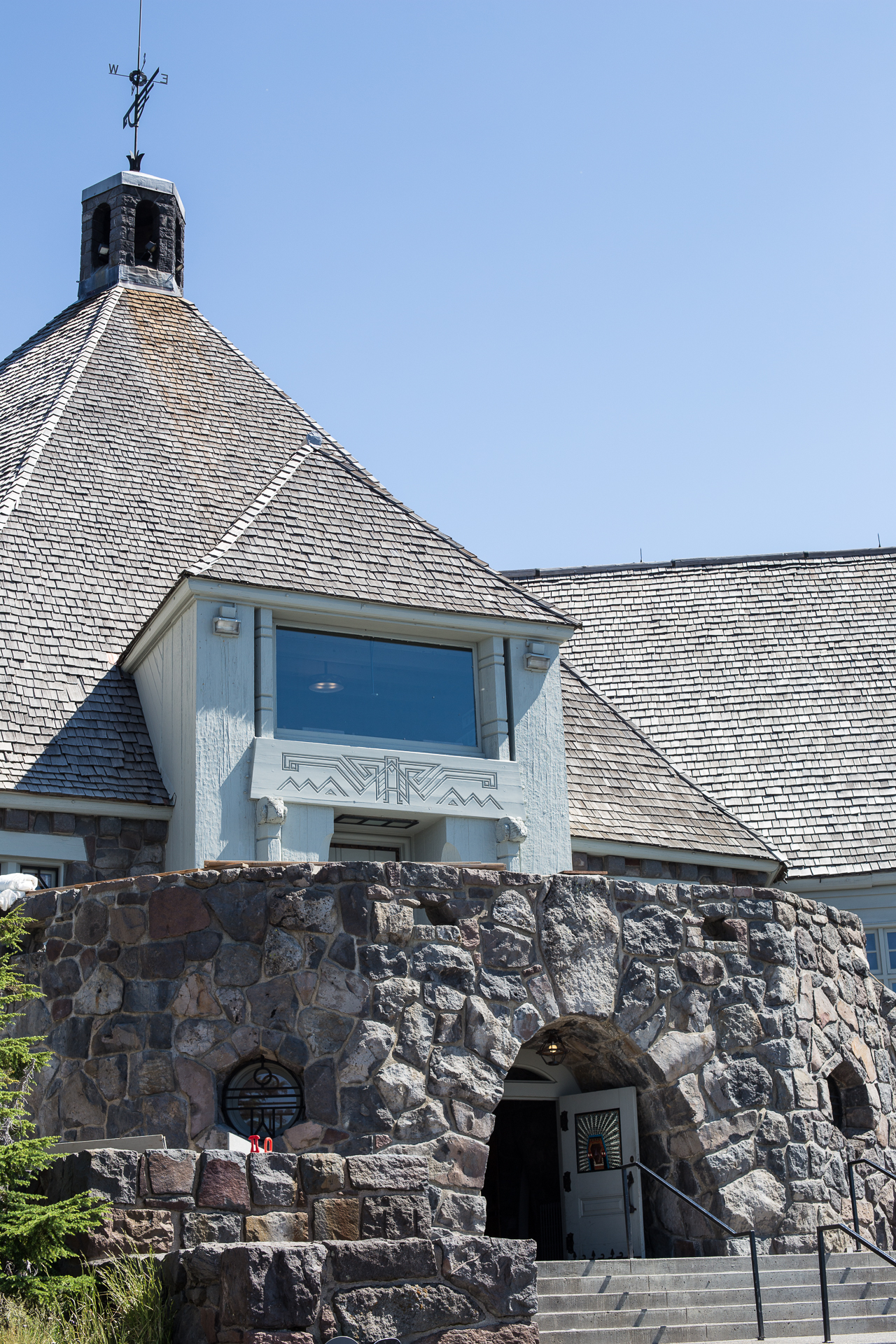 The front entrance to Timberline Lodge