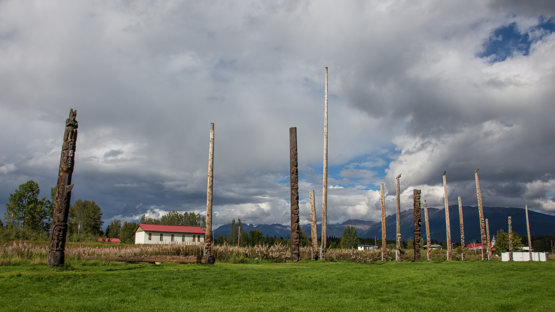 The full totem pole site.