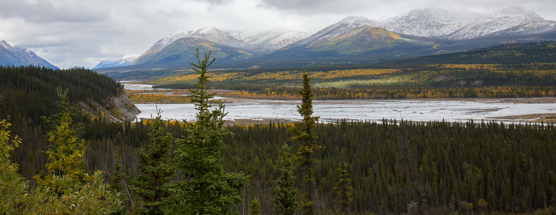 Spectacular view over the Kluane River.
