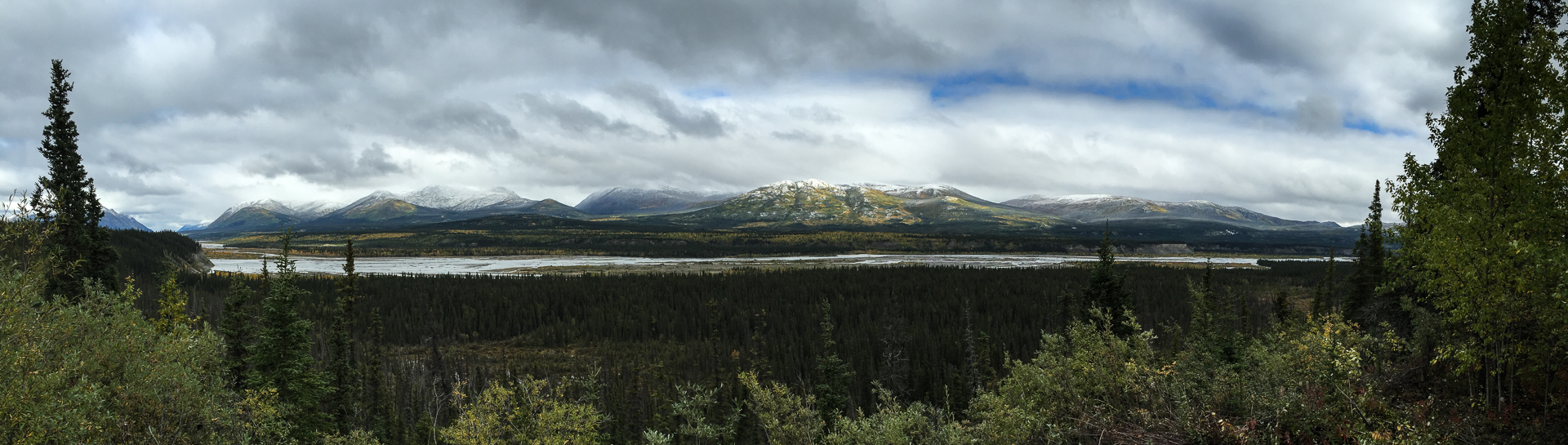 Panoramic view of the Kluane River viewpoint.