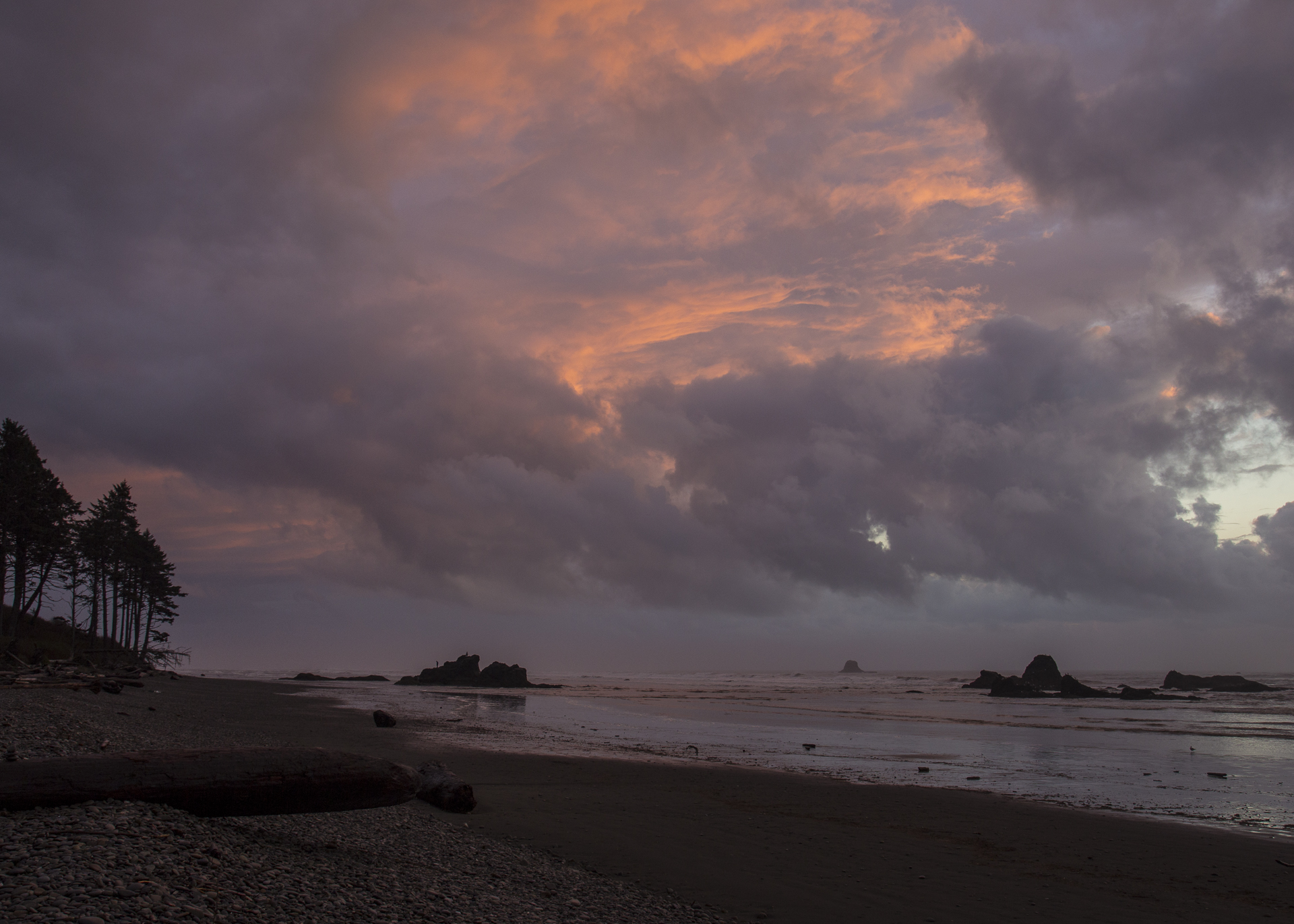 We had a last bit of colour in the sky as the sun set over Ruby Beach.