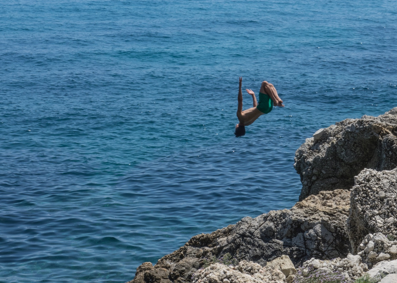 More cliff divers