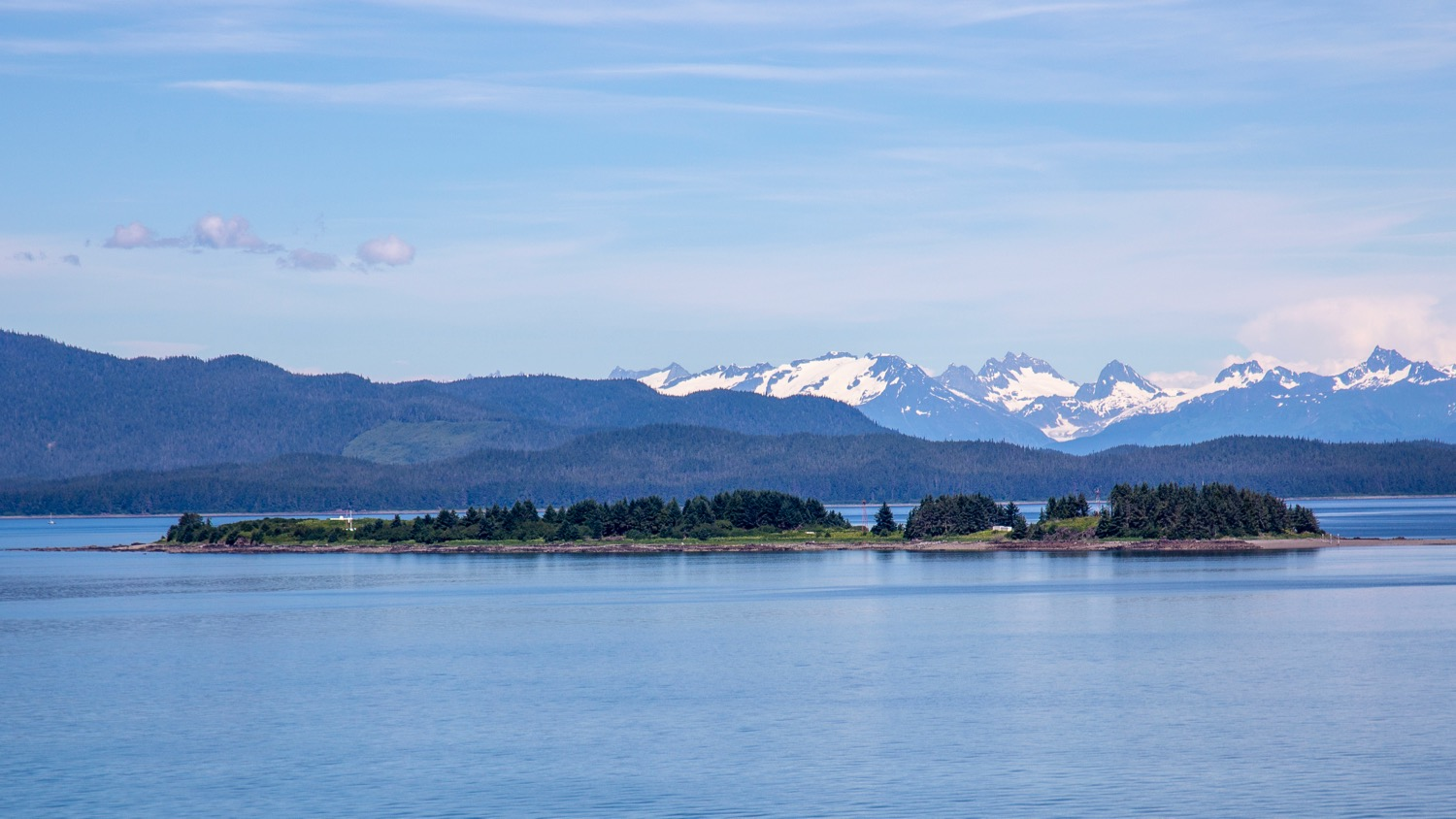 As the strait narrows, there were lots of great little islands that we drifted by.