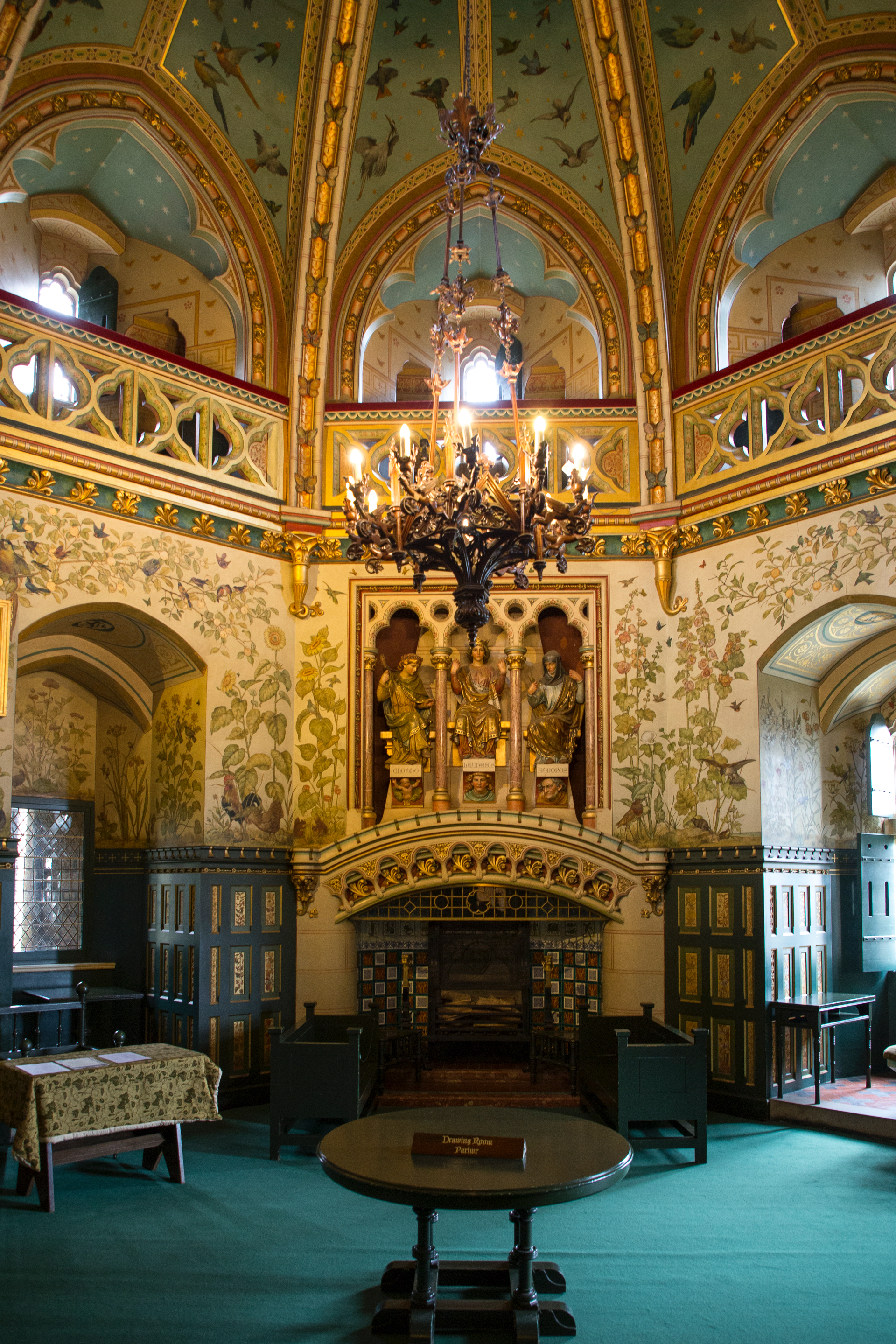 The lavish, formal octagonal Drawing Room occupies the first and second floors of the Keep. The ceiling is supported by vaulted stone ribs.