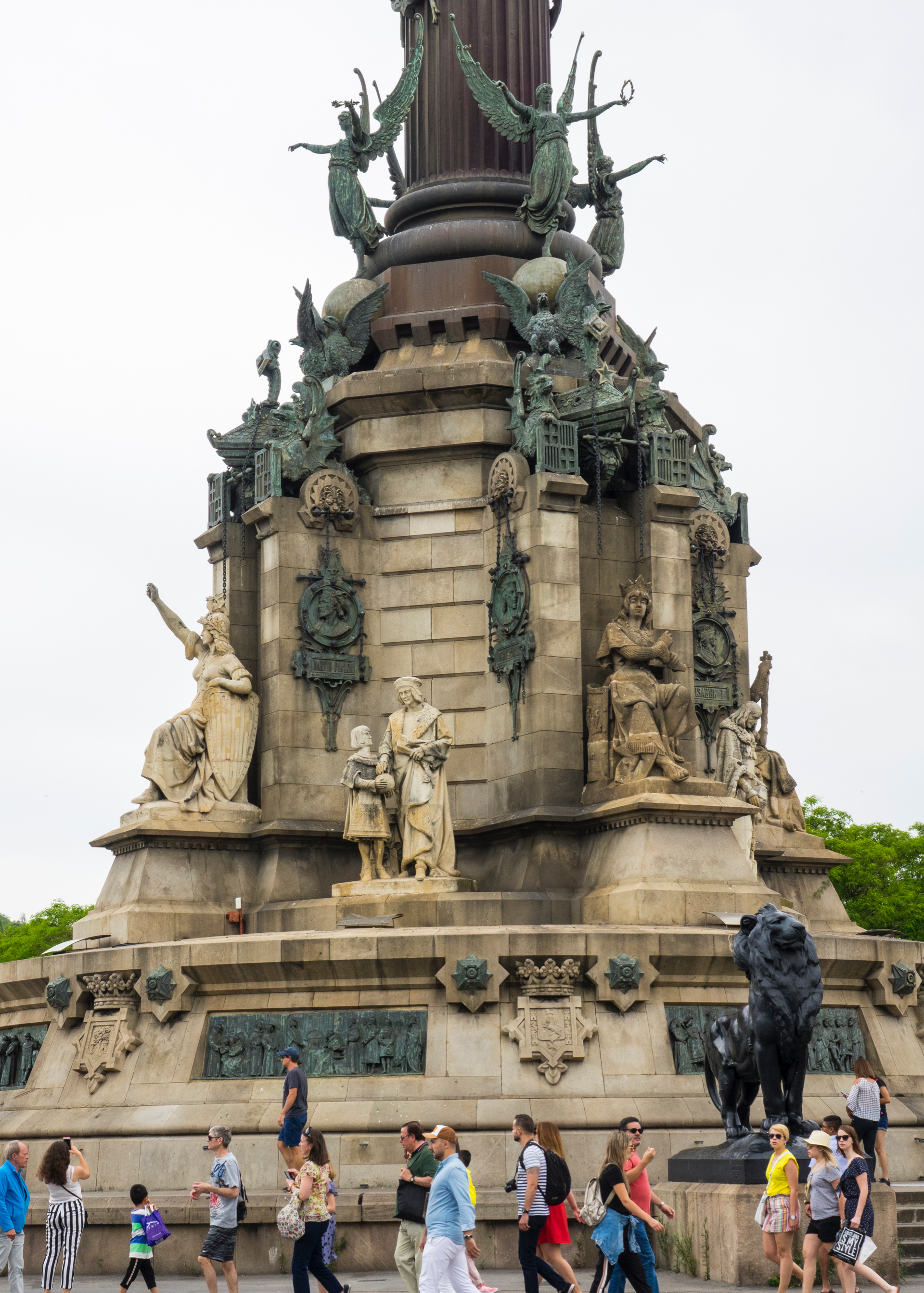 It was constructed for the Exposición Universal de Barcelona in 1888, in honor of Columbus' first voyage to the Americas.