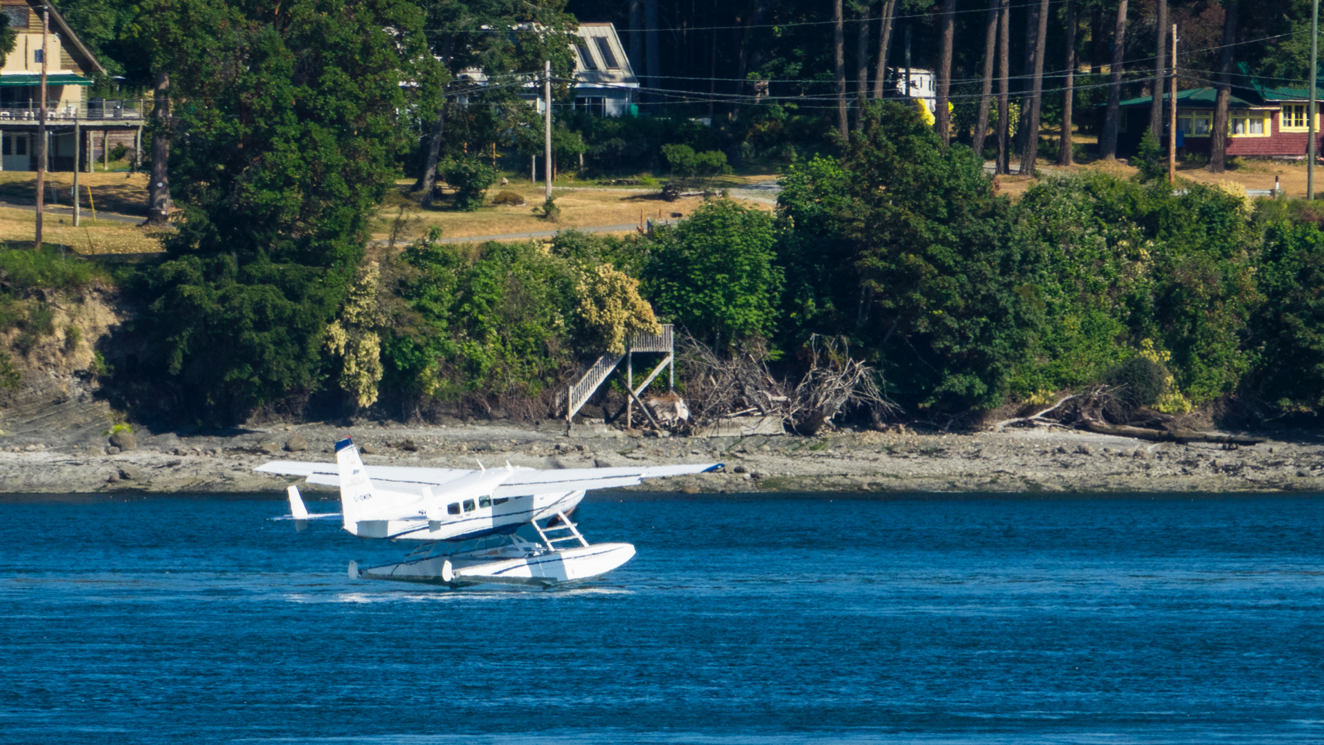 A float plane came in to land at Mayne Island while we were there.