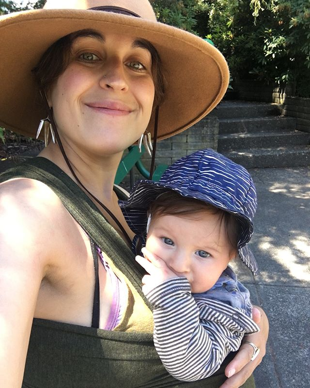 We made it to the market, and we got the veggies 🙌🏻 Grateful for a beautiful  day, a happy little baby, and all the gorgeous local organic vegetables my heart desires. Happy Weekend friends! . . . . . . . . .  #biglife #macrobiotics #local #organic #realfood #farmersmarket #vegetables #belugababy