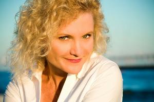 Critically-acclaimed bestselling business author Kim Lavine