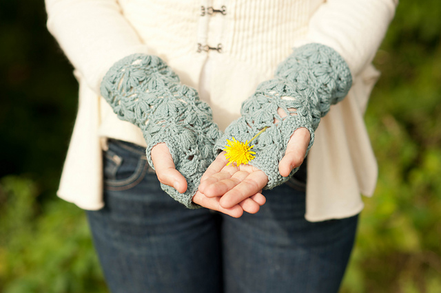 Waterlily Mitts, Quince & Co. Crochet Book no. 1