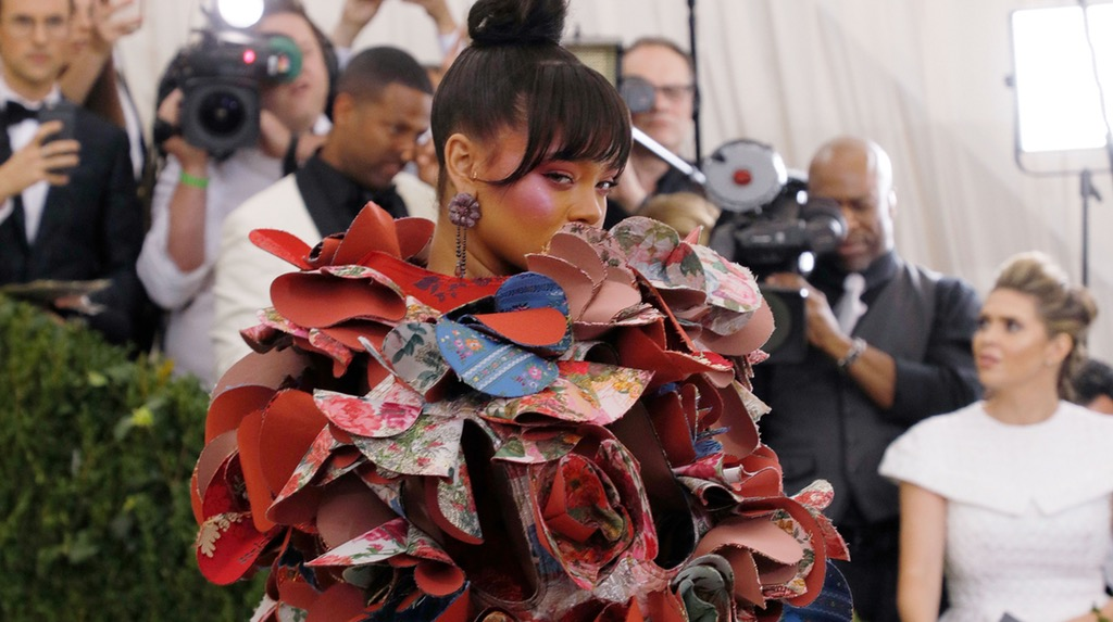 Trends : Flower Power - Rihanna at the Met Gala in Comme des Garçons, image via BOF