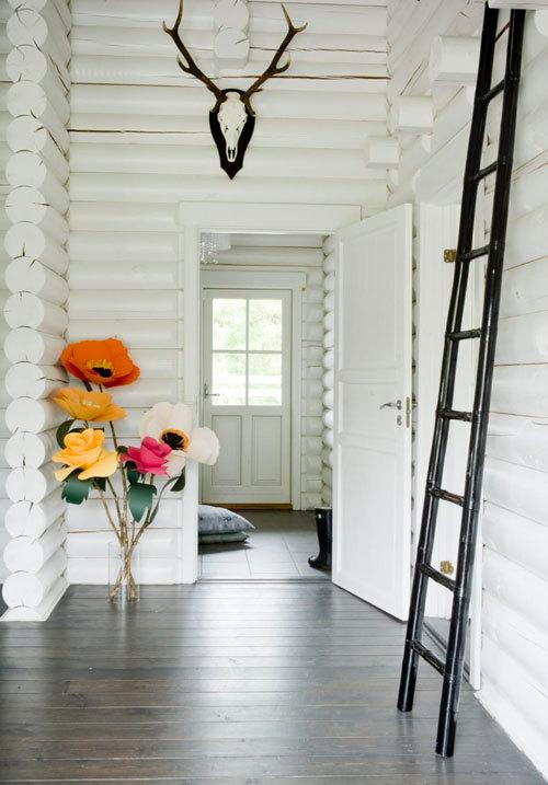 House That Lars Buil  Oversized Flower