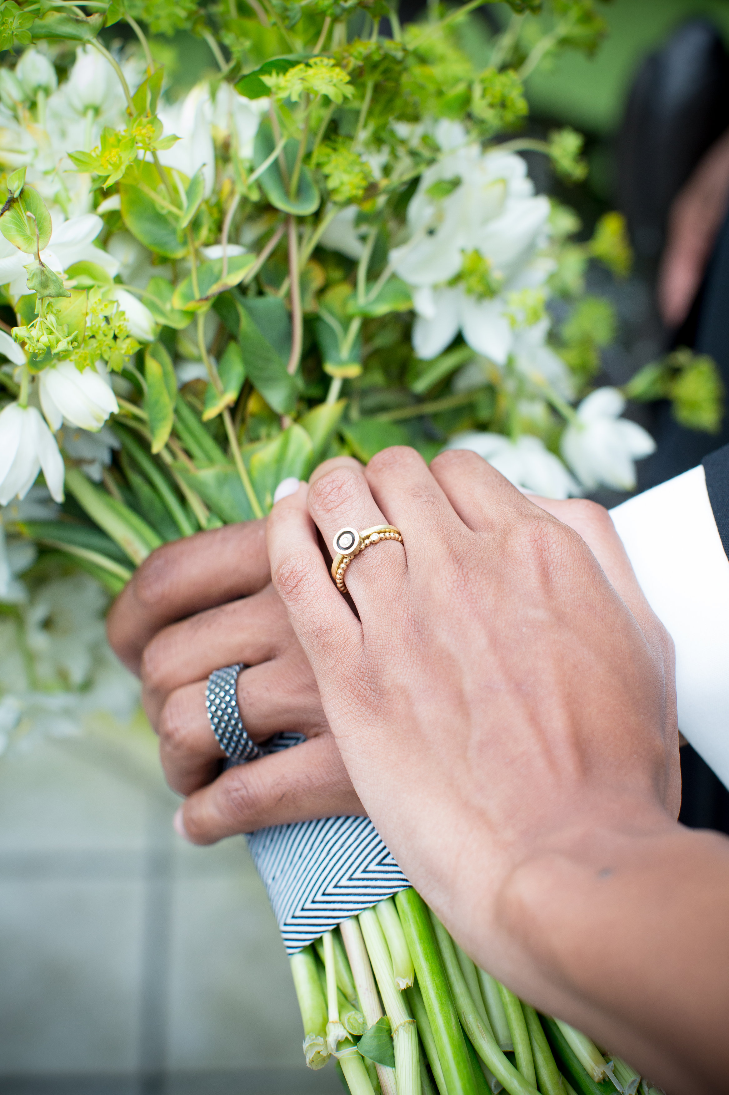 JennaBethPhotography-LGWConservatory-modern-wedding-bouquet-rings.jpg