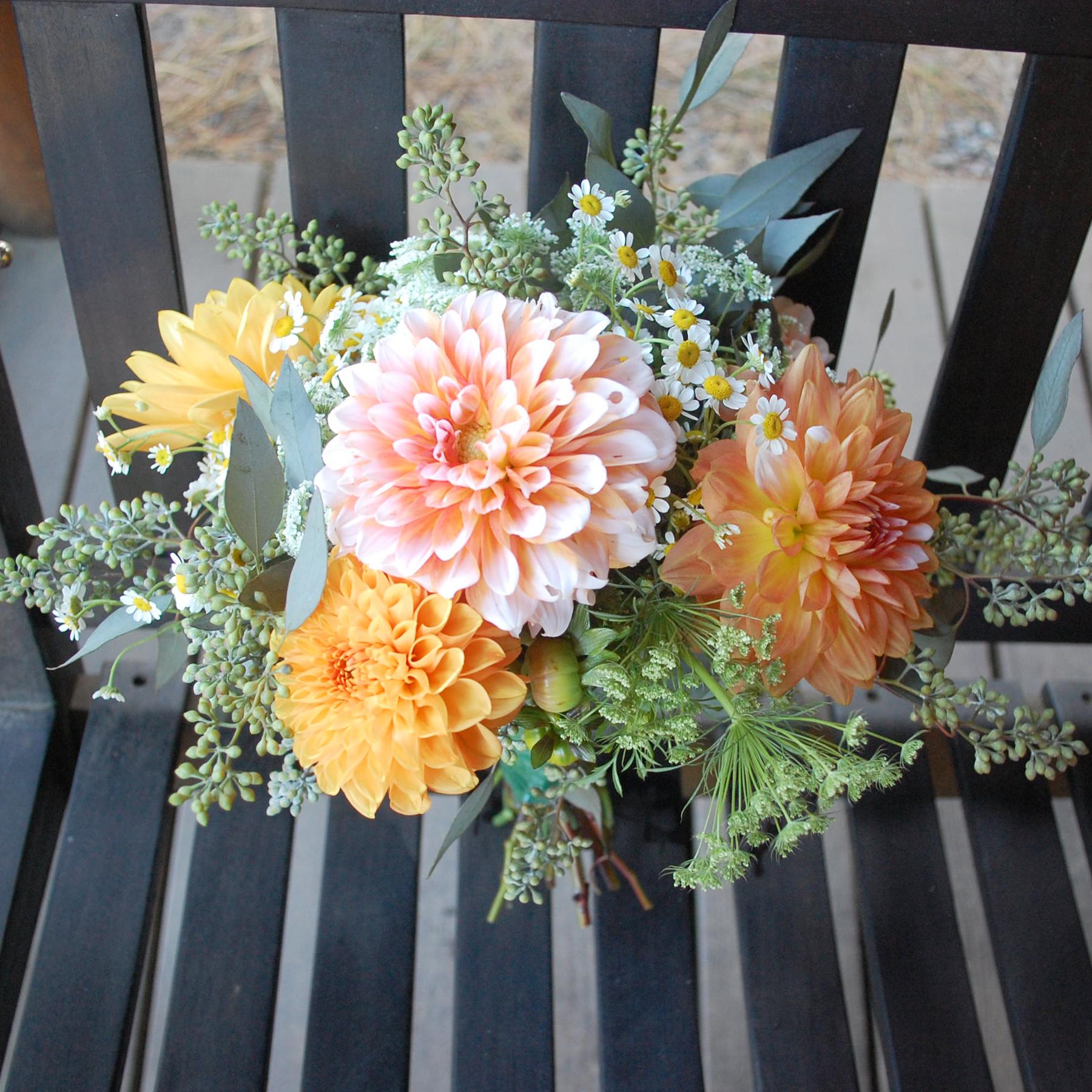 Rustic-bouquet-dahlias-orange-white.jpg