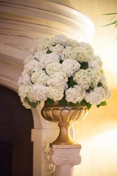 white-hydrangea-ceremony-flowers.jpg
