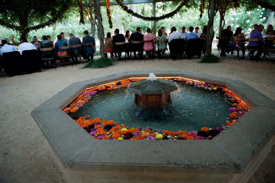 flowers-fountain-wedding-campovida-hopland.jpg