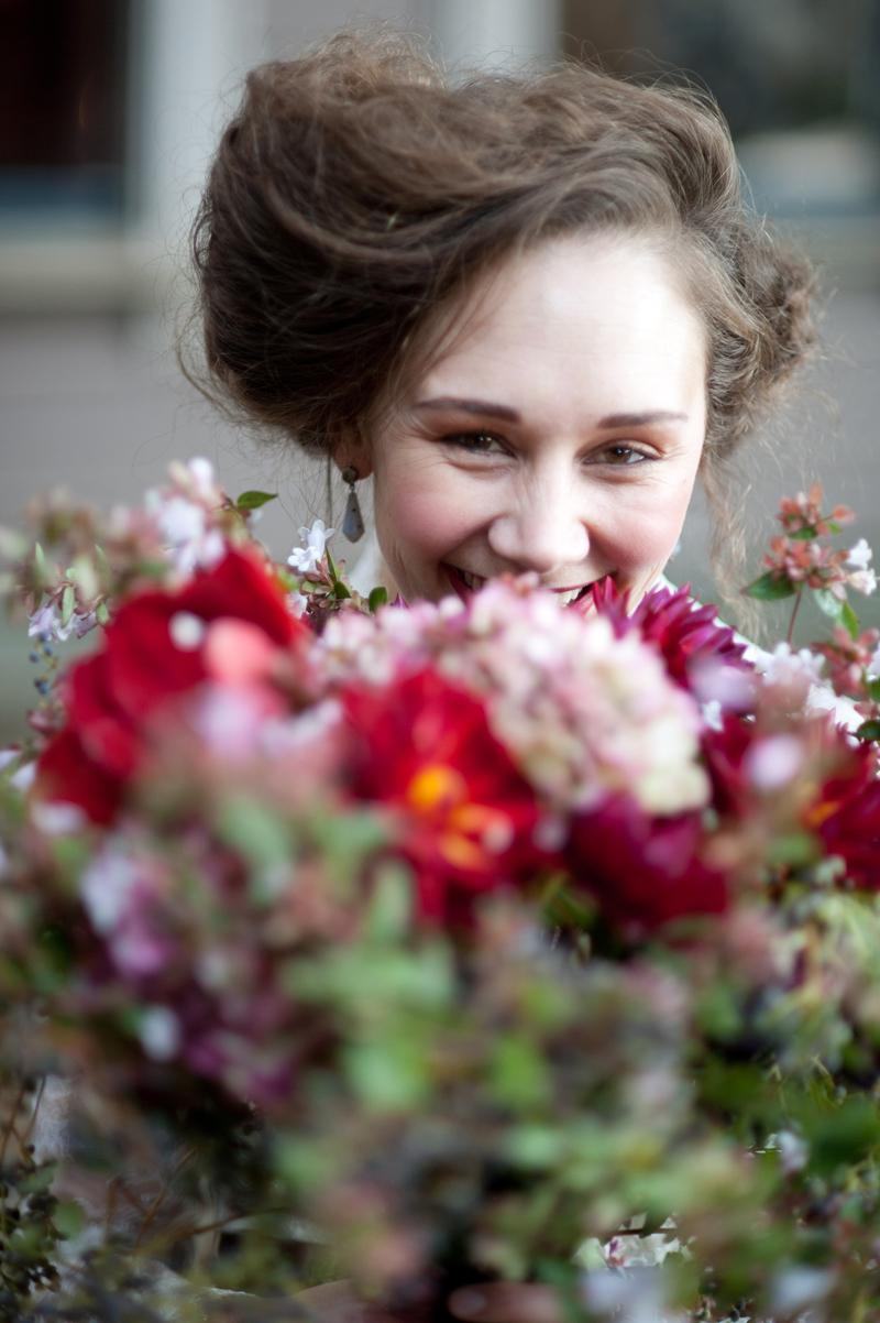 fall-wedding-bouquet-vintage-hair.jpg