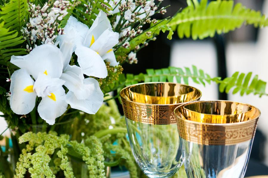 art-deco-table-setting-gold-glasses.jpg