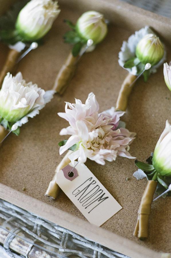 wedding-boutonniere-dahlias-photojournalism-by-helios.jpg
