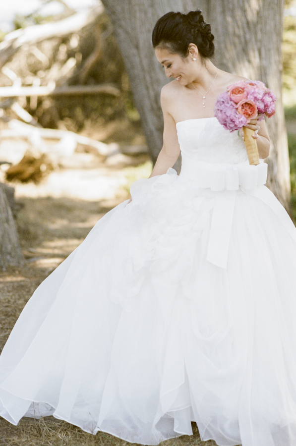wedding-bride-pink-bouquet-roses-hydrangeas-photojournalism-by-helios.jpg