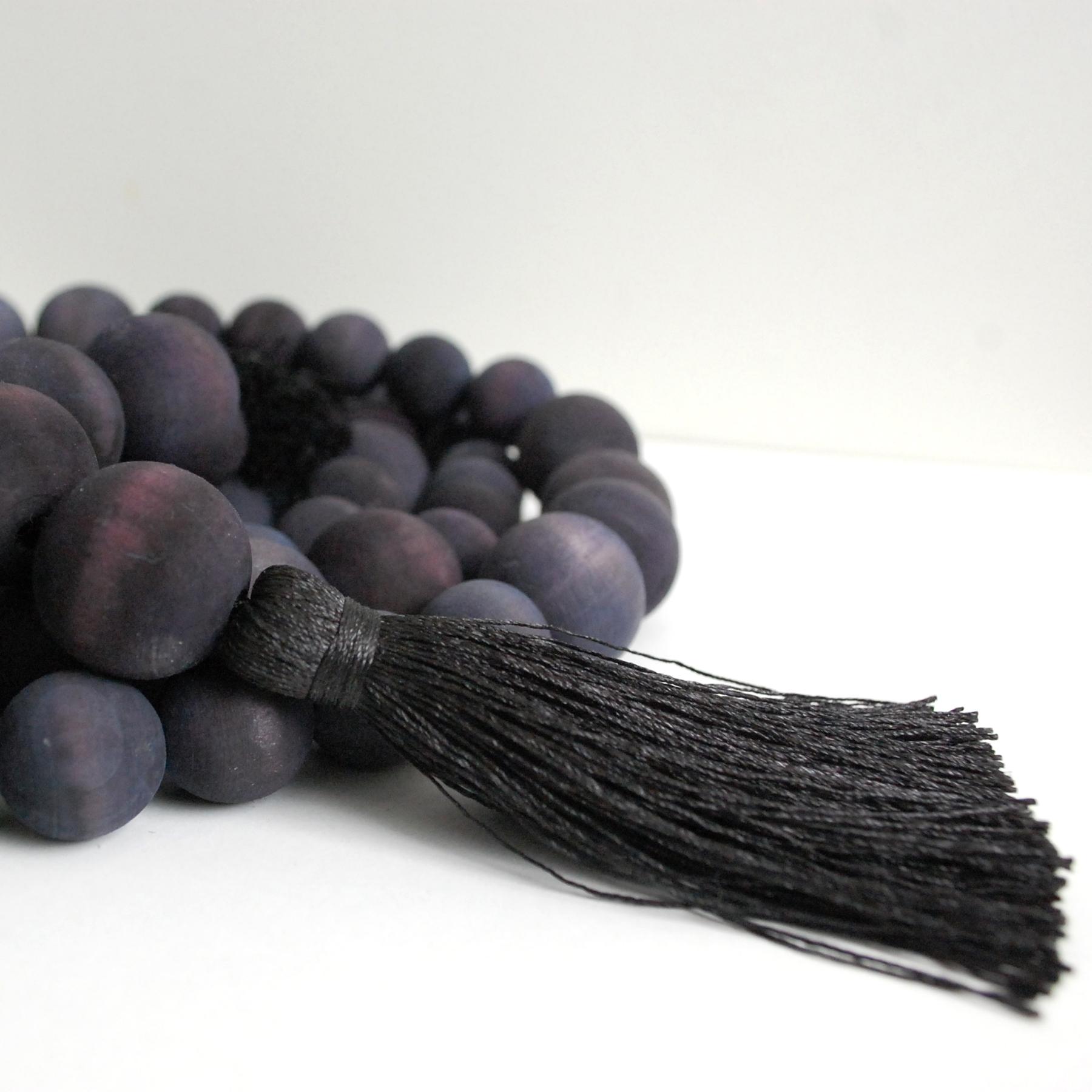 Garland_Black_Wooden-Beads-Tassel-02.jpg