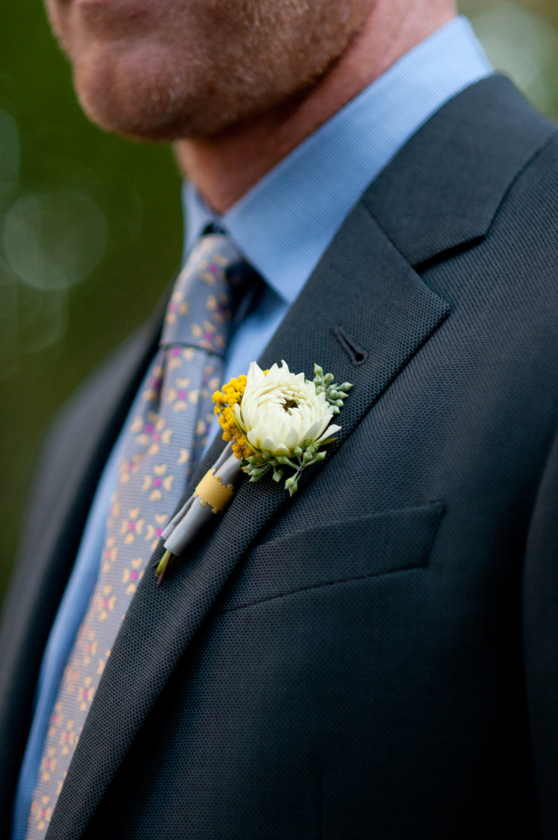 boutonniere-dahlia-yellow-gray-wedding.jpg