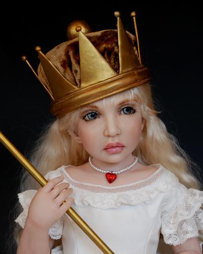 Queen Alice   Avalible