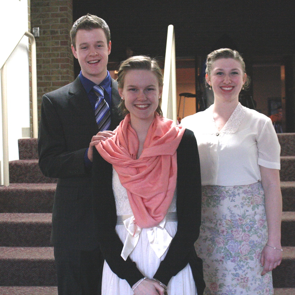 Emily denniston (center) with sponsors Dan mckeon (left) and brianne szymanski (right)