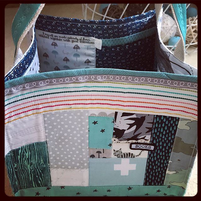 .here's a good look around my newest quilted tote. #workingartist #handmadechristmas + + #JenOsborn #themessynest #modernsewist #qayg #quiltedtote #modernquilter #patchwork #modernpatchwork