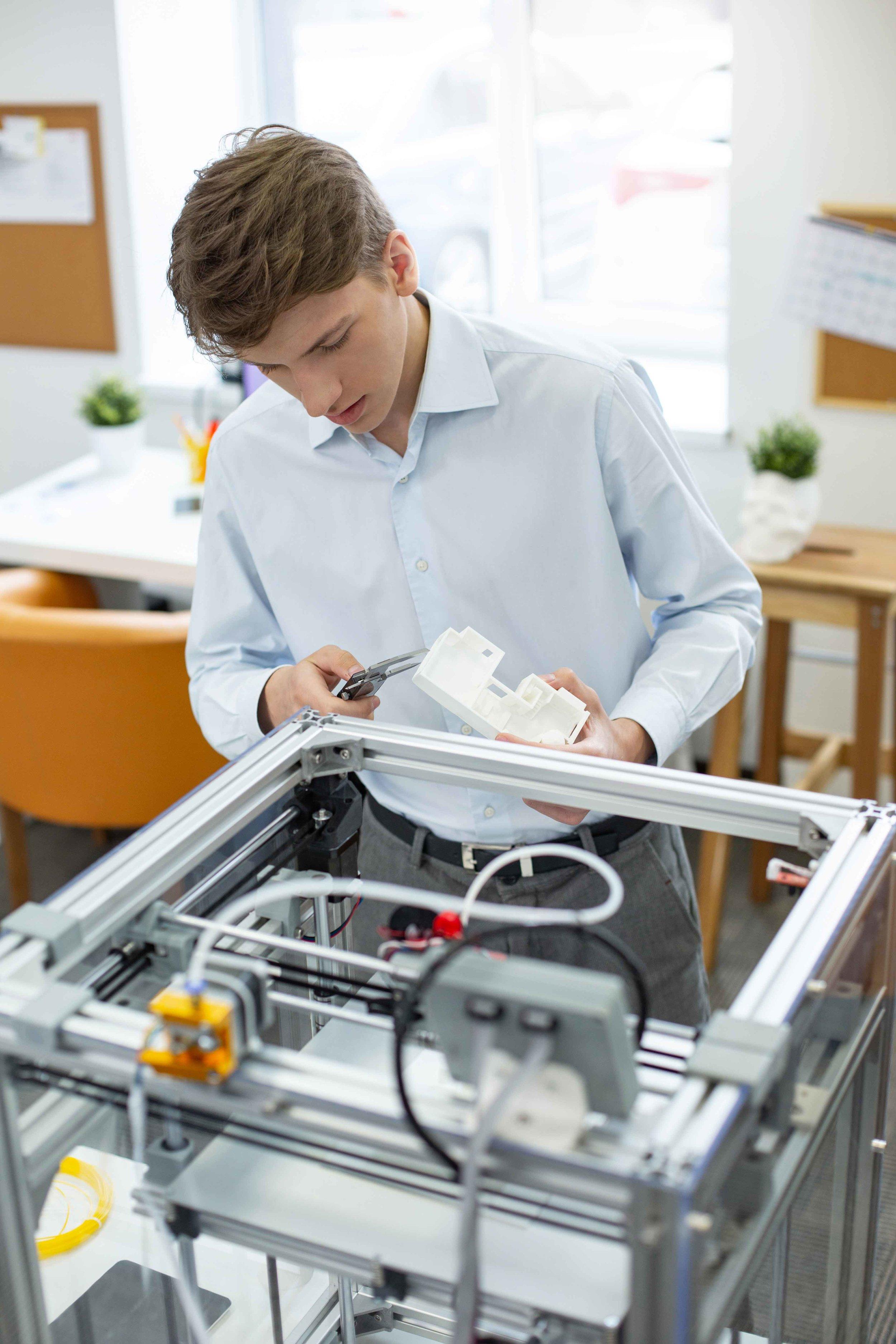 INDEPENDENT SCHOOL ROBOTICS 3D PRINTER