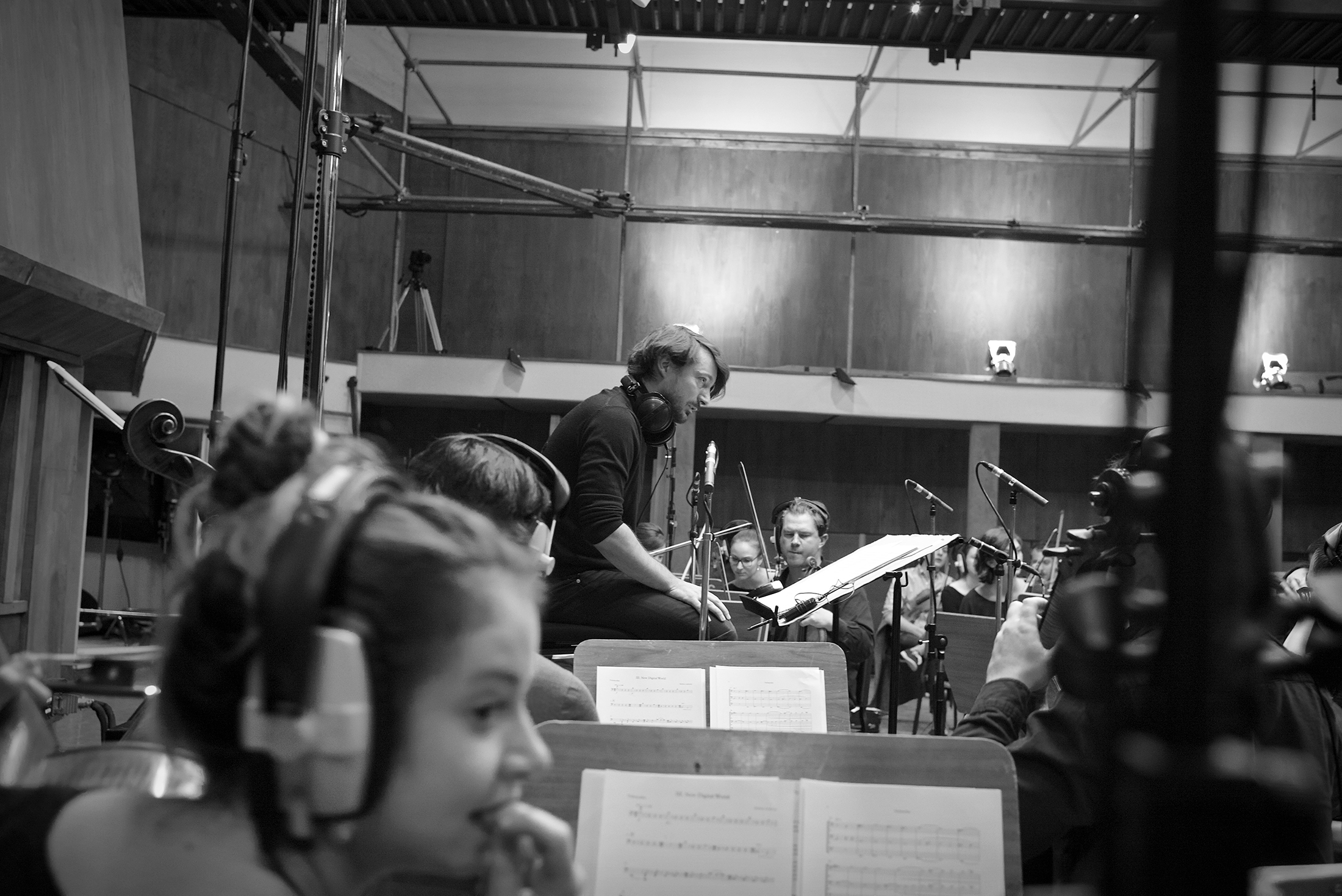 Mathieu Lamboley leads the recording of  Symphonologie  at Studio Davout, Paris.