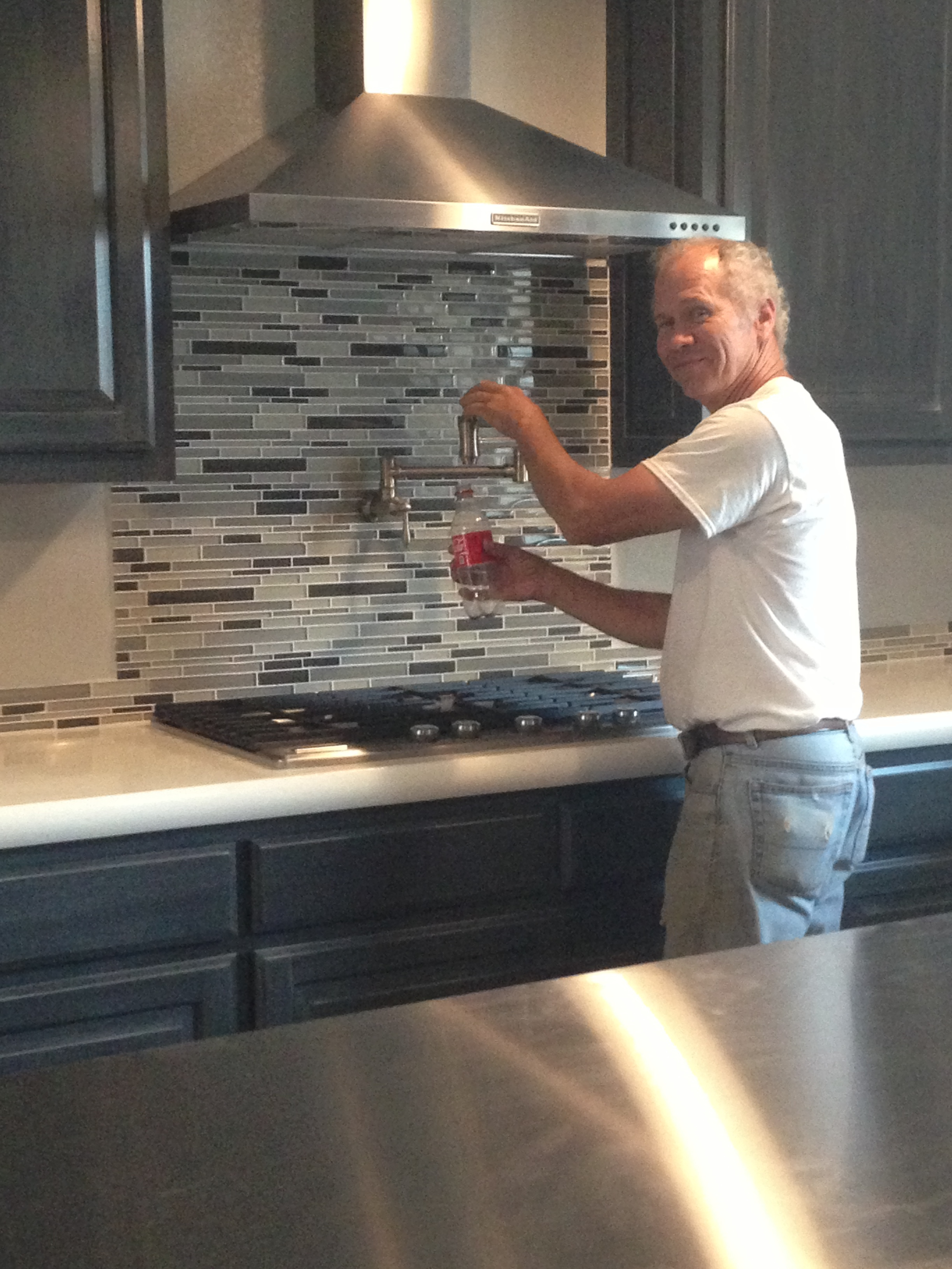 Speaking of awesome people........Padre is filling his bottle with the pot filler. Who knew, its not just for filling pasta pots.
