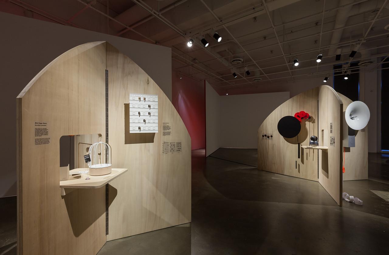 """Exposition """"24 heures dans la vie d'un coucou suisse"""", Centre du Design de l'UQAM, Québec. Photo Michel Brunelle."""