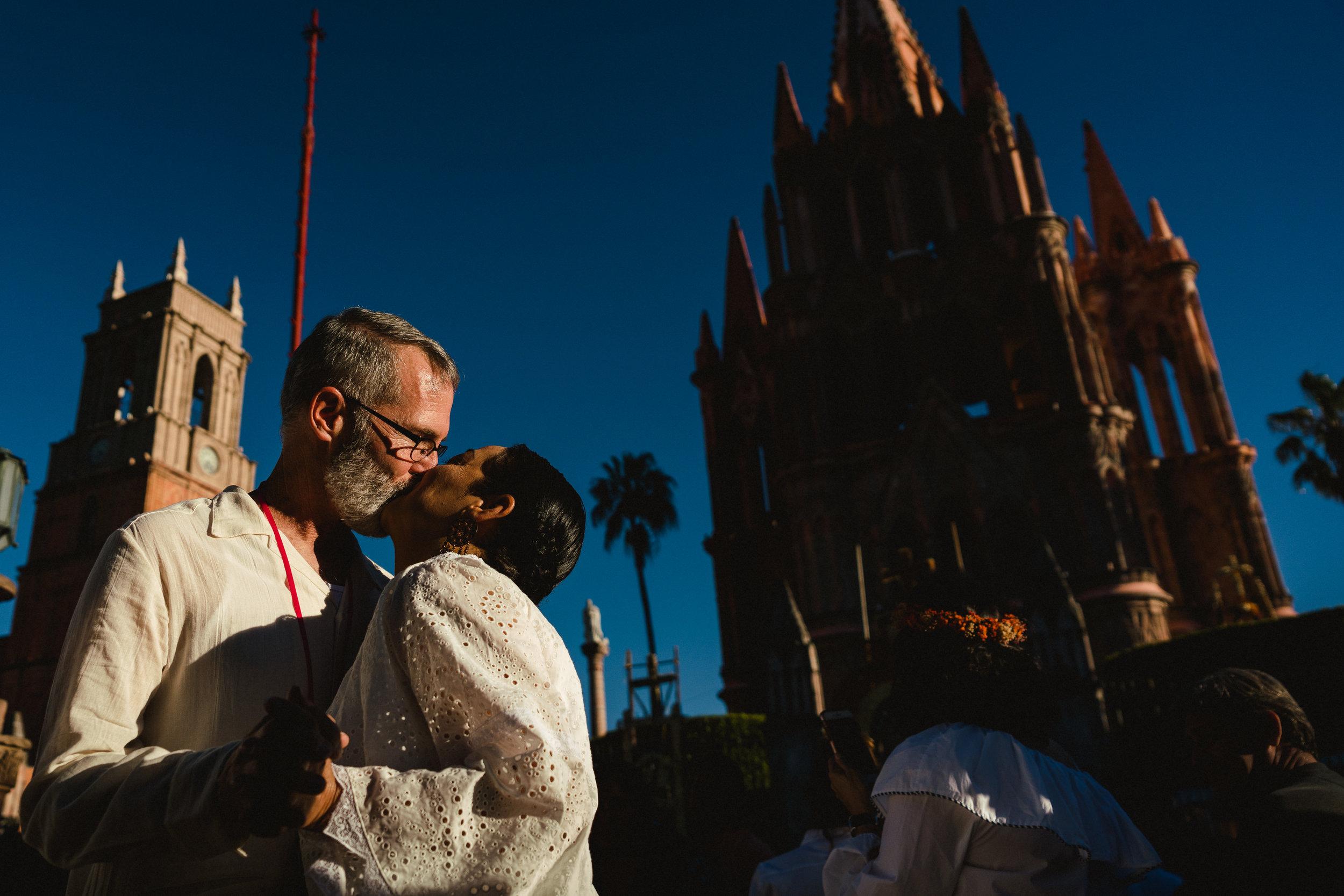 MaurizioSolisBroca-casa-carino-san-miguel-de-allende-wedding-10.jpg