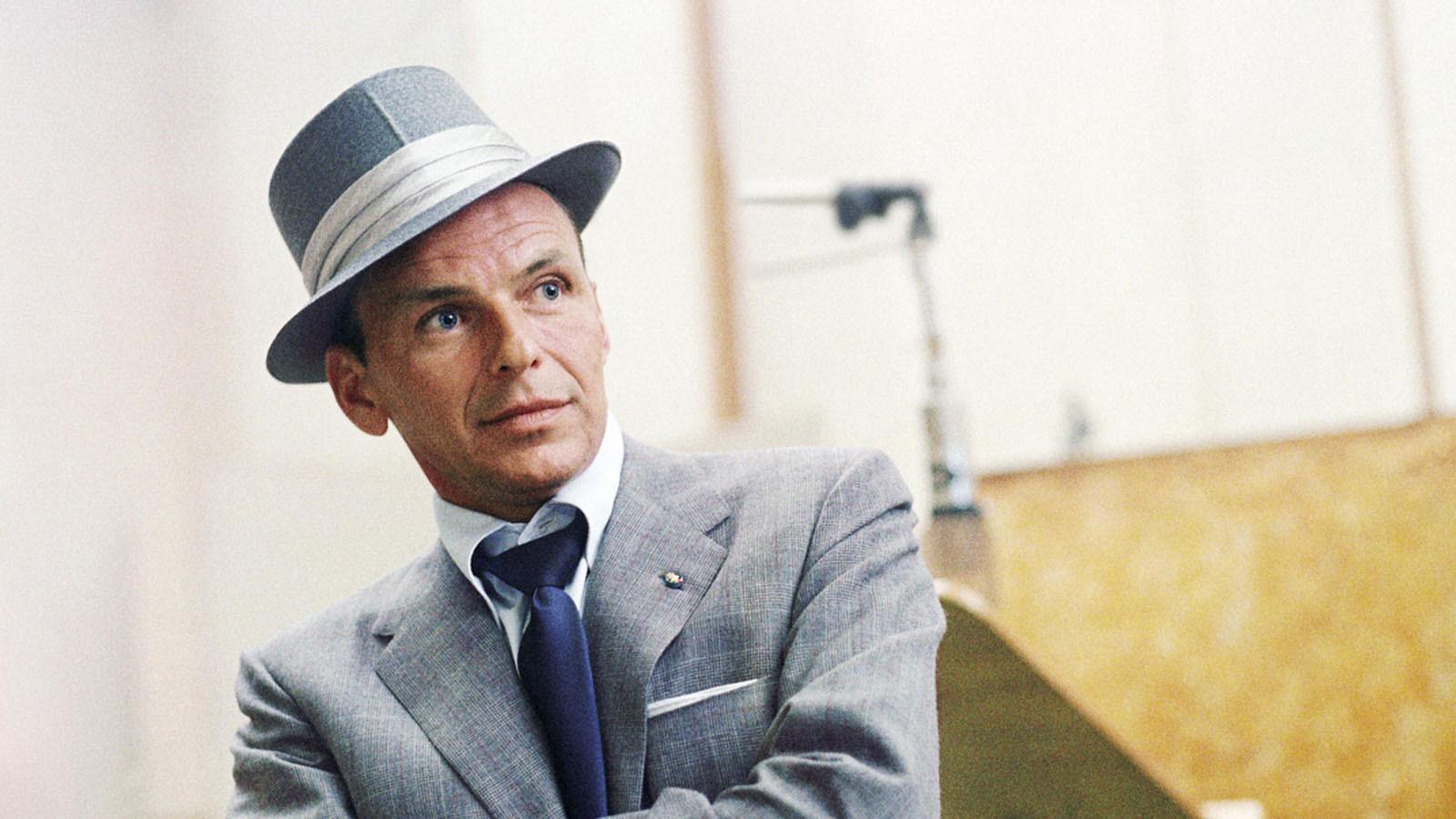 All Or Nothing At All  Frank Sinatra foi (e pra sempre vai ser) um dos homens mais bem vestidos da história. Referência absoluta de como usar trajes e acessórios clássicos, ele tem a sua história contada nesse elogiado documentário disponível na plataforma.