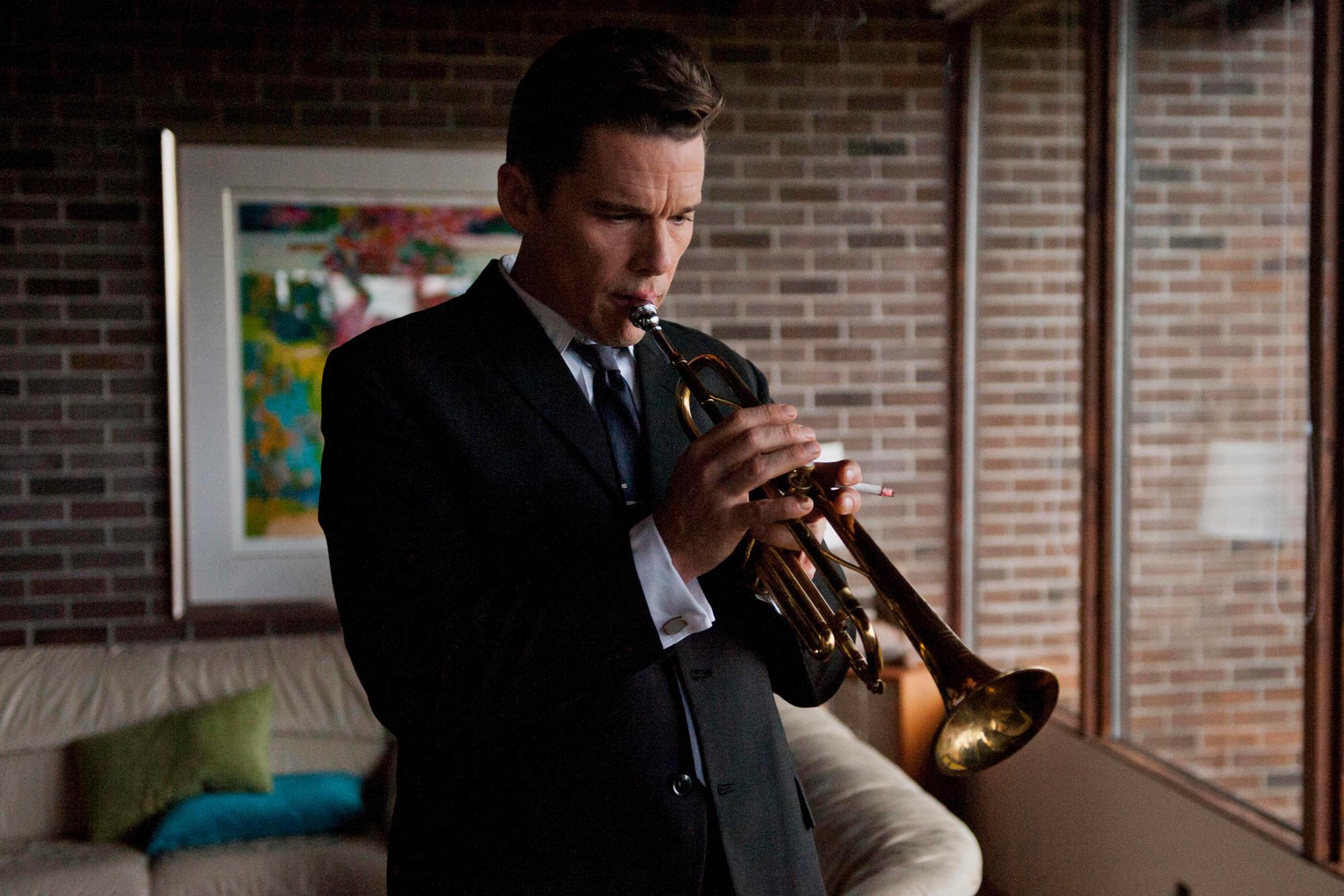 Born to Be Blue  Baseado na vida do músico de jazz Chet Baker, o filme tem Ethan Hawke no papel de protagonista. Conhecido pelo talento com o trompete, o filme também mantém fiel a fama do artista enquanto um dos mais elegantes da história.