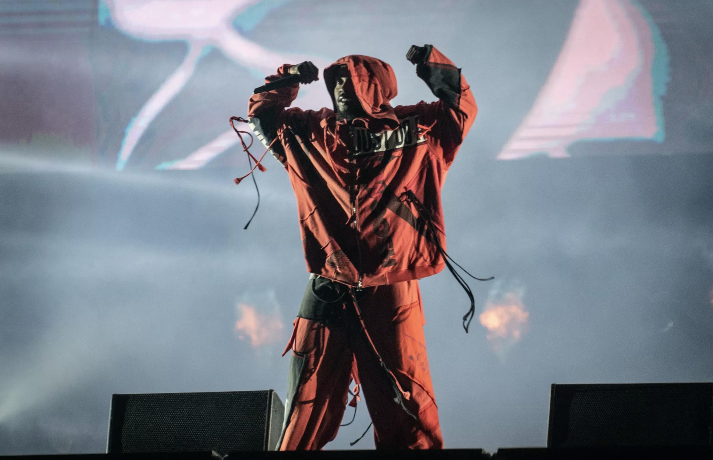 Kendrick Lamar Responsável pelo encerramento da edição 2019, Kendrick atendeu as expectativas com uma apresentação pulsante e feroz. Em termos de roupa, as peças largas tomaram conta sem causar a mesma boa impressão do show.