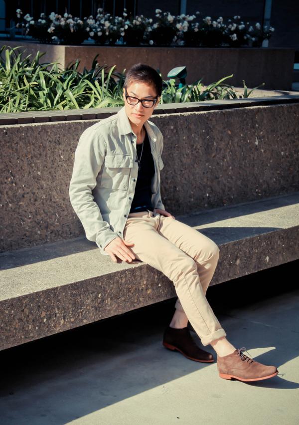 mens+street+style-+faded+denim+jeacket-+blue+shirt-+peach+slim+jeans.jpg