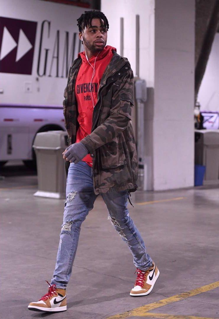 D'Angelo Russell Vencedor da  eleição da GQ  desse ano, o armador do Brooklyn Nets é uma das principais personificações do estilo urbano atual. Misturando estampas, cores e estilos, ele foi responsável por figurinos inspirados e que servem de referência para homens de diferentes idades.