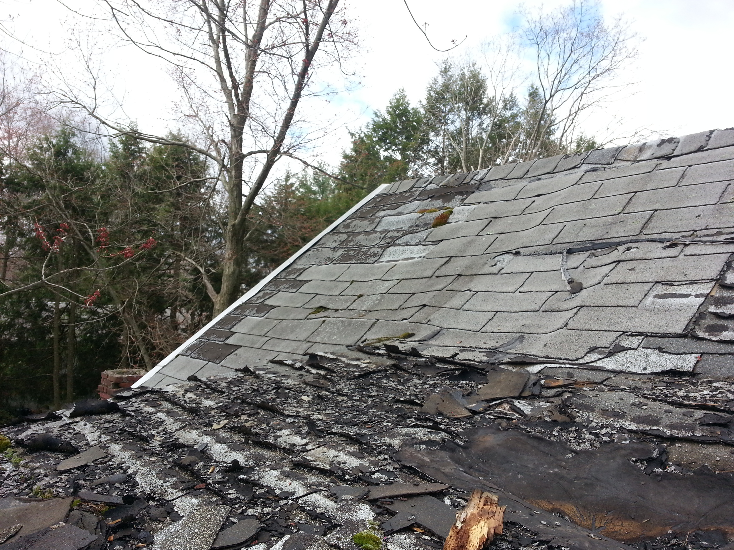 This roof needs to be replaced by Groundswell Contracting