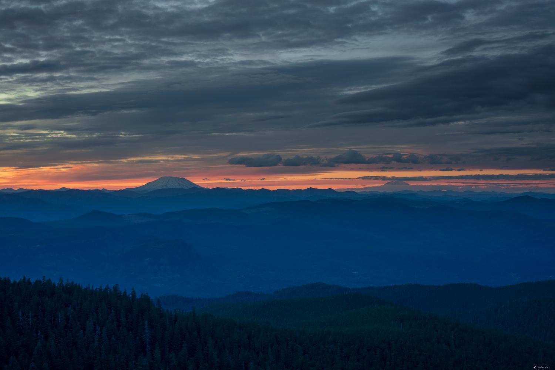 Larch Mt Facing North   35mm, f/7.1, ISO 100, 1/4