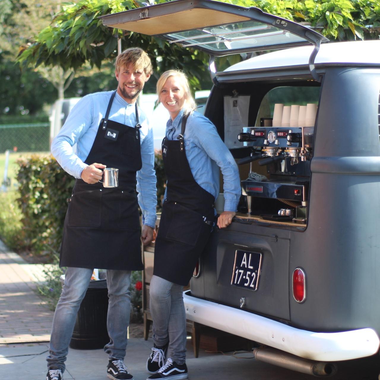 True Barista met koffie bus op locatie