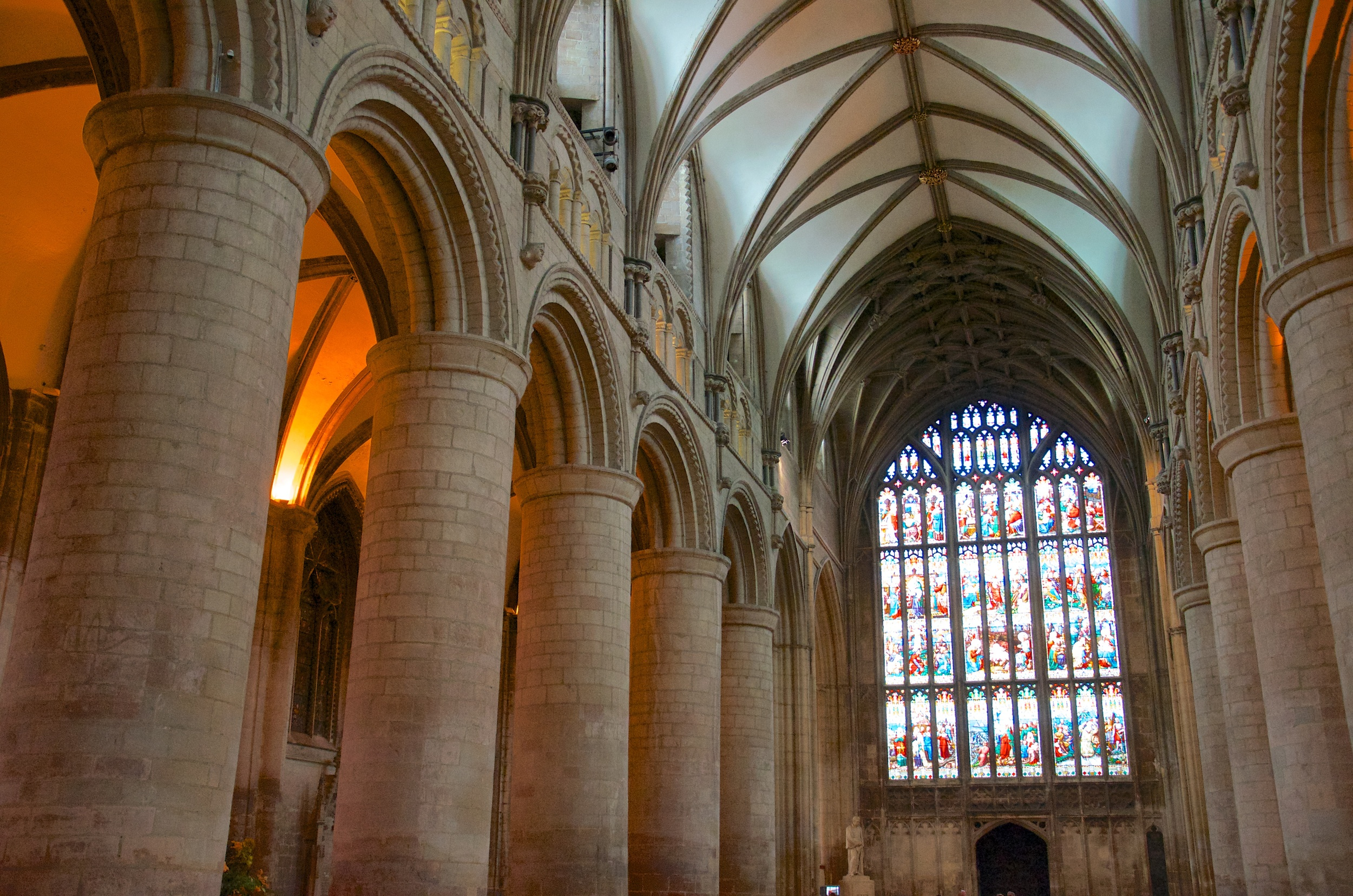 Gloucester Cathedral 4.jpg