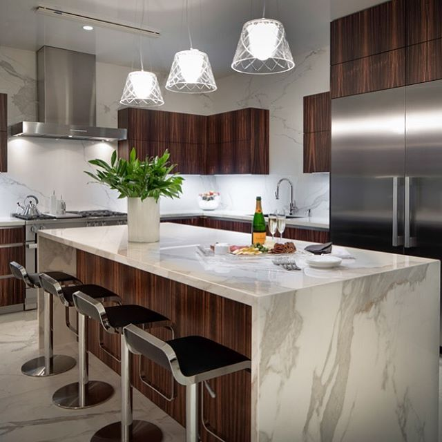 Throw back Tuesday? A high rise unit in the Belfiore Highrise with @catbadg_interiors!  @neolith_usa countertops and backsplash with @eggersmann_usa cabinetry.  #highriselife #custombuilder #apbuilders #finehomebuilding #houstonbuilder #eggersman #neolith #highrise